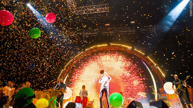 Could the full experience of watching The Flaming Lips performing at Glastonbury Festival be captured online?