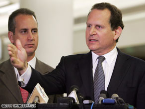 Florida Rep. Lincoln Diaz-Balart will retire at the end of the year, a senior GOP official tells CNN.