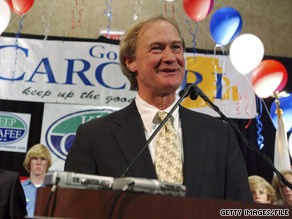 Lincoln Chafee holds a narrow lead in Rhode Island's gubernatorial race, according to a new poll.