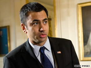 Actor and Obama administration aide Kal Penn was robbed early Tuesday morning in Washington.