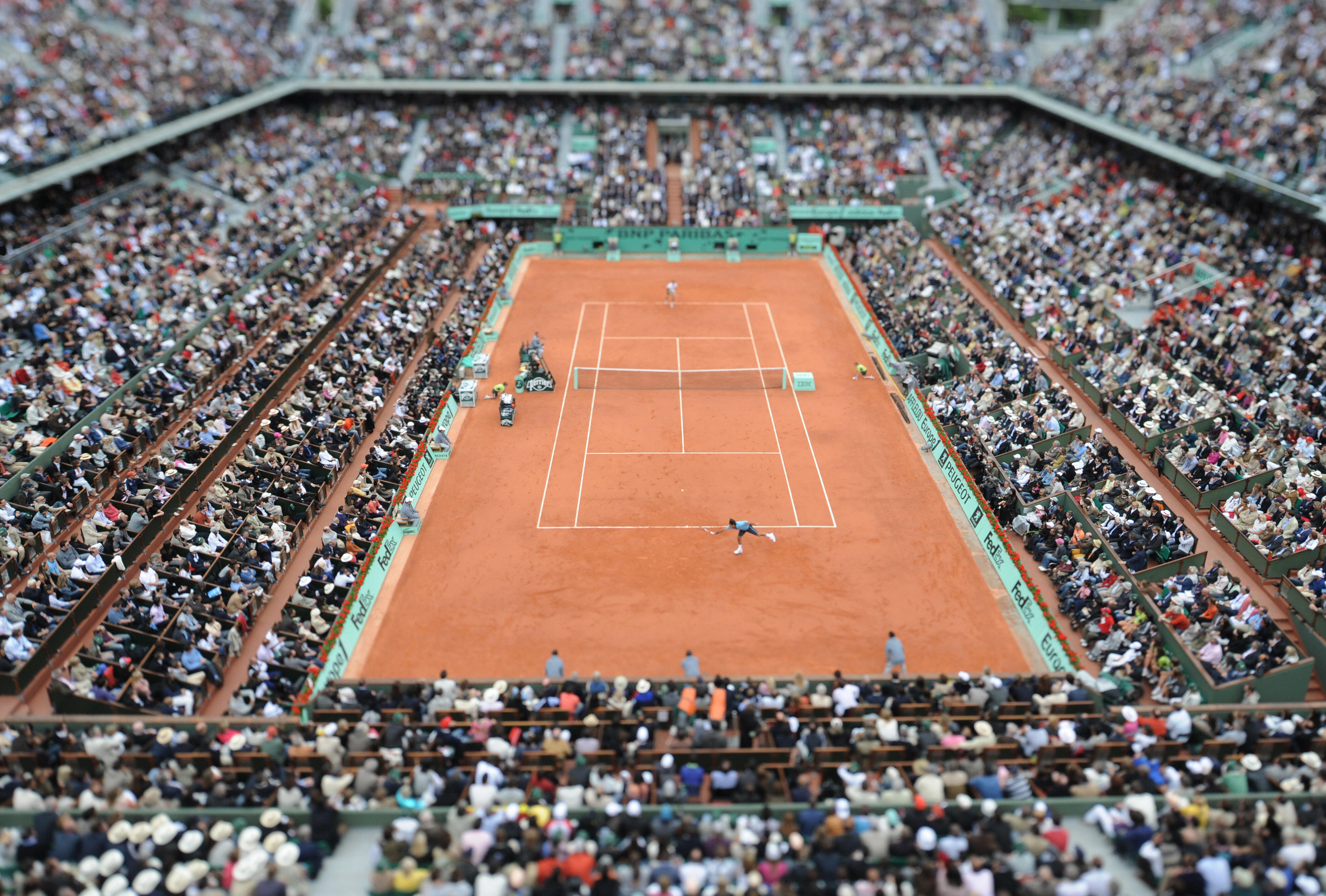  Roland Garros is too small for the large audiences it attracts. 