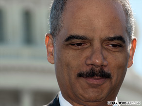 U.S. Attorney General Eric Holder will meet Wednesday with about a dozen police chiefs to discuss Arizona's new immigration law.