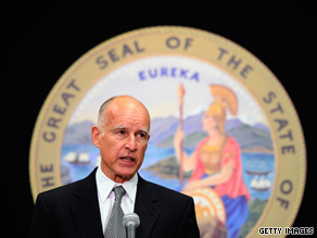 Democrat Jerry Brown holds a small lead over Republican Meg Whitman in California's gubernatorial race, according to a new poll.