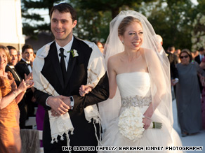  Chelsea Clinton married Marc Mezvinsky on Saturday.