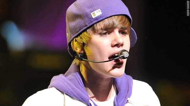 Justin Bieber hit with water bottle during performance