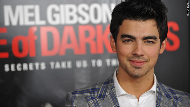Joe Jonas gets 'Hot in Cleveland' with Betty White