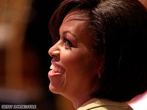 First Lady Michelle Obama made an unannounced visit to Walter Reed Medical Center on Friday.