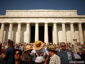  People flocked to the National Mall and Lincoln Memorial to hear conservative commentator Glenn Beck speak at his Restoring Honor rally.