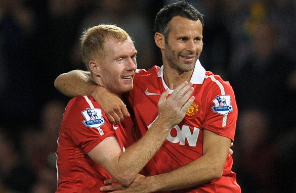 Ryan Giggs (R) and Paul Scholes have spent their entire careers at Manchester United - a rarity these days.