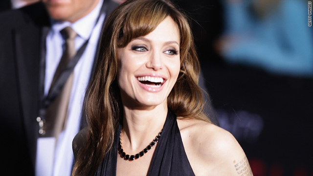 Angelina Jolie going 3-D in 'Cleopatra'?