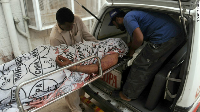 In Pakistan, 21 dead in Karachi violence