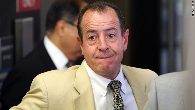Michael Lohan is back to commenting on Lindsay