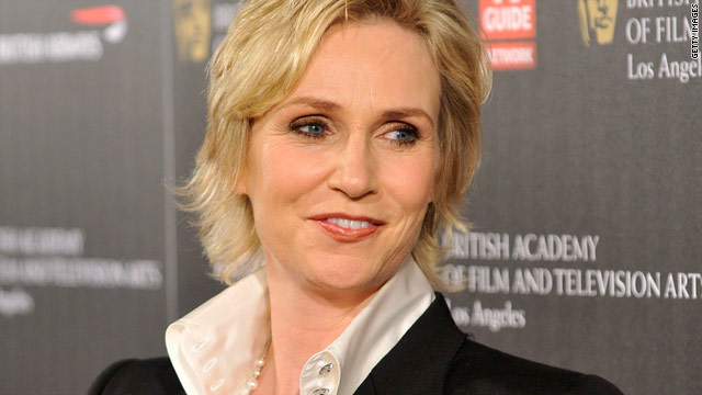 Jane Lynch: 'Glee' wedding dress to be a track suit