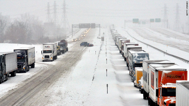 Heavy snow strands New York drivers for over 12 hours