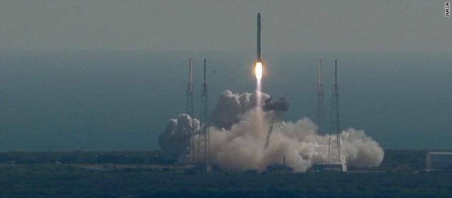 SpaceX commercial craft heads into space