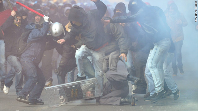 Violence erupts in Rome after Berlusconi survives confidence votes