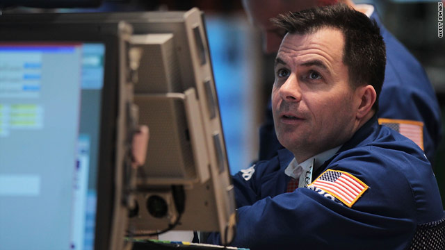 Stocks hold onto gains after retail sales report
