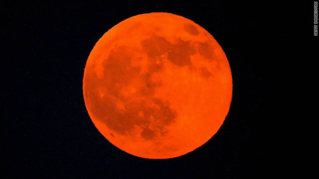 Strangers in the night: Lunar eclipse, solstice meet again