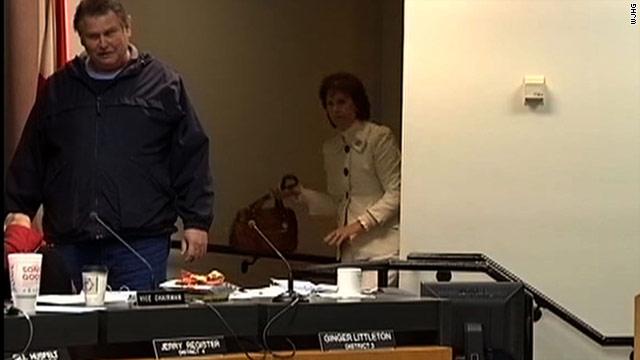Purse used to whack Florida school board gunman for sale