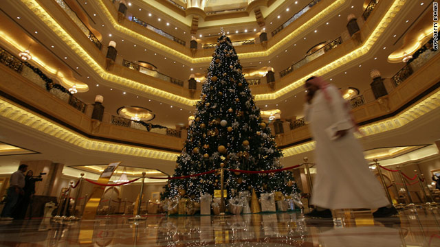 Hotel denies it regrets bejeweled tree