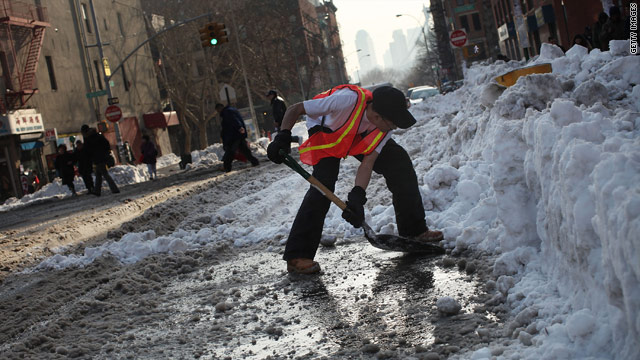 Bloomberg to probe allegations that workers delayed NYC snow clean-up