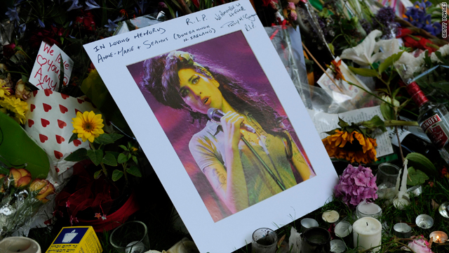 From Amy Winehouse's death to the UK phone-hacking scandal, live blogging of events are often the most popular stories on news websites.