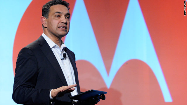 Motorola Mobility CEO Sanjay Jha announces the Xoom Android tablet, but attendees aren't able to test the device.