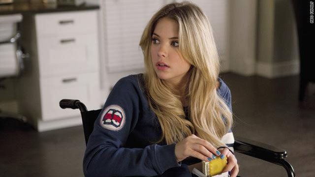 'Pretty Little Liars': Four lobsters in a tank