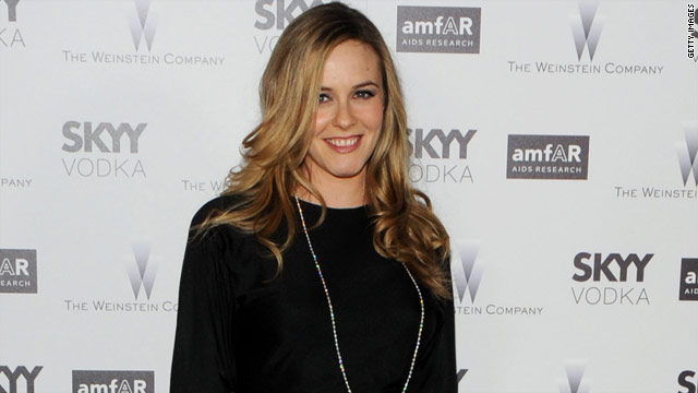 Alicia Silverstone is expecting