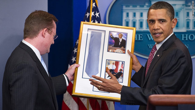 President Obama returns tie to Gibbs on press secretary's last day