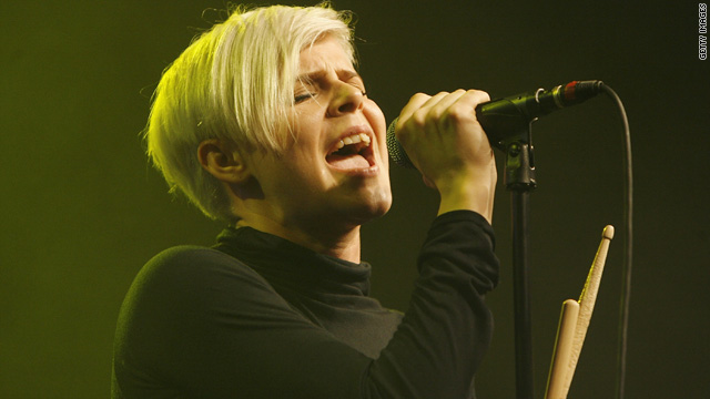 Robyn joins Katy Perry on summer tour