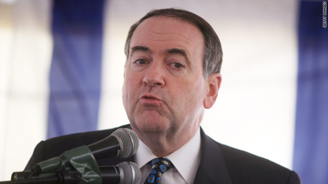 Huckabee in no rush to jump in