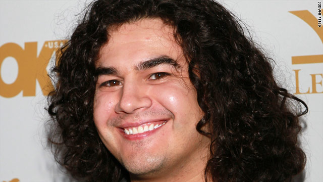 'Idol's' Chris Medina receives donation from Topher Grace