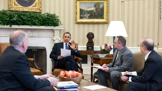 PHOTO: President Obama briefed on earthquake in Japan