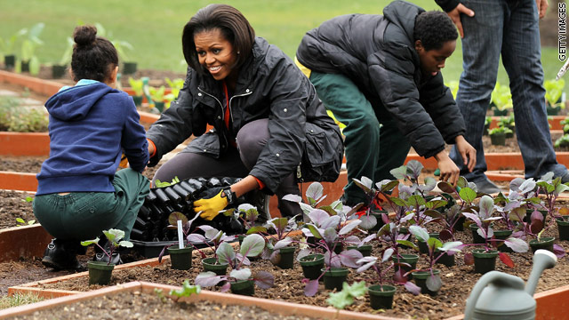 First lady to pen book about White House garden