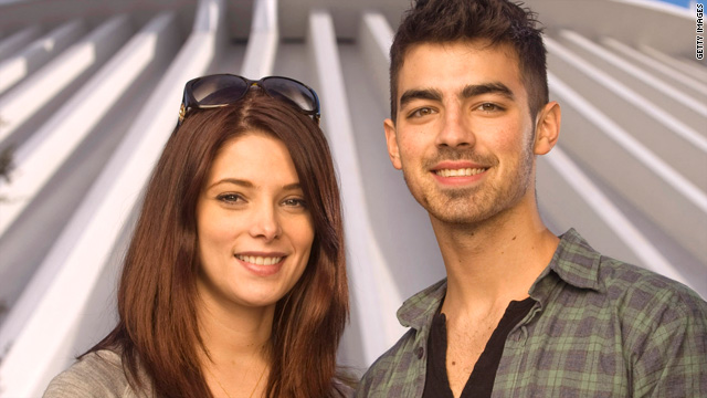 Joe Jonas and Ashley Greene split up