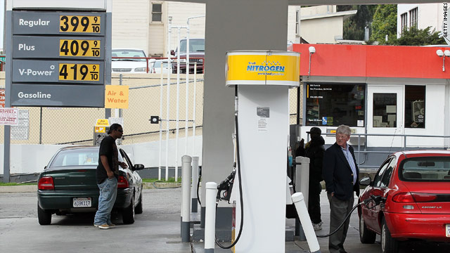 CNN Poll: Gas price spike behind pessimism on economy