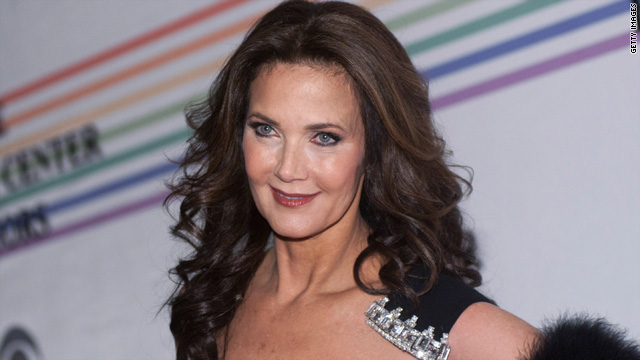 Lynda Carter digs new Wonder Woman costume