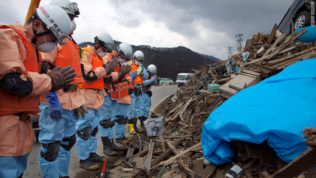 Japan quake live blog: U.S. considering evacuation of troops in Yokosuka