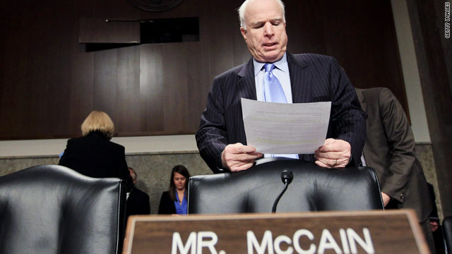 McCain wants U.S. to go after Gadhafi