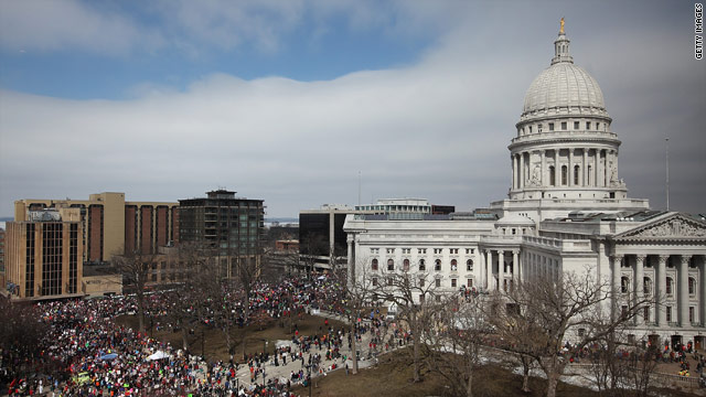 Wisconsin judge again halts collective bargaining law