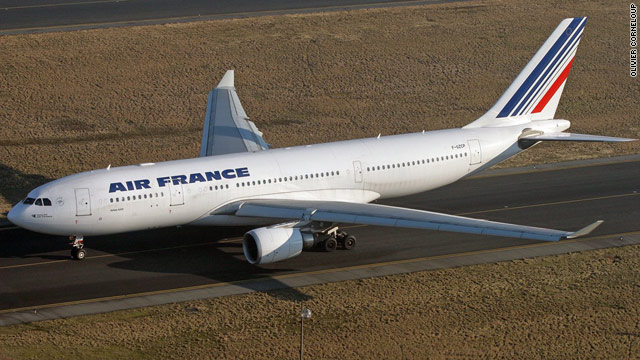 Investigators find debris from 2009 Air France crash