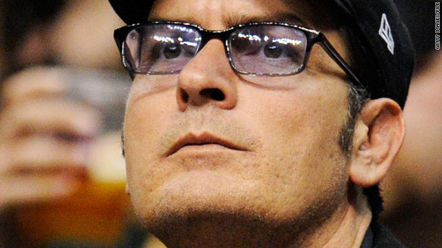 Charlie Sheen show a success in Cleveland