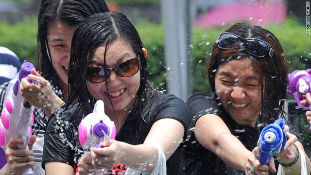 Thais claim squirt-gun fight record