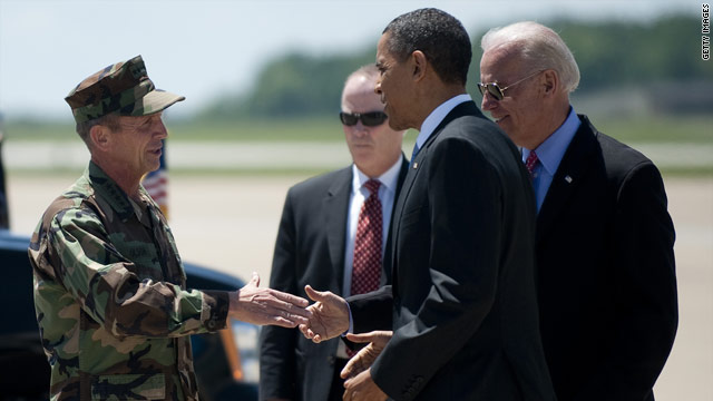 Obama, members of SEAL team meet at Fort Campbell