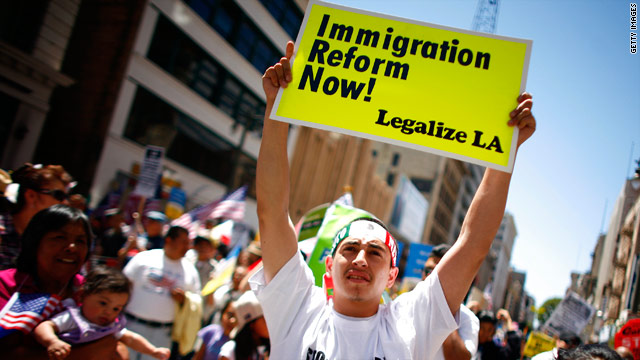 Immigration reform advocates urge Obama to take action