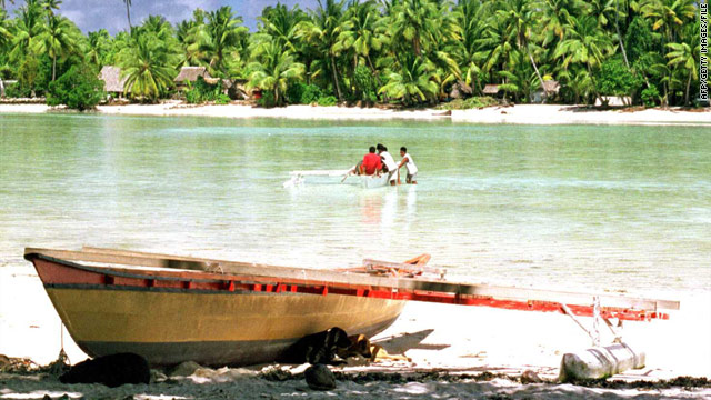 Canoe found in South Pacific, but no sign of 6 missing canoeists