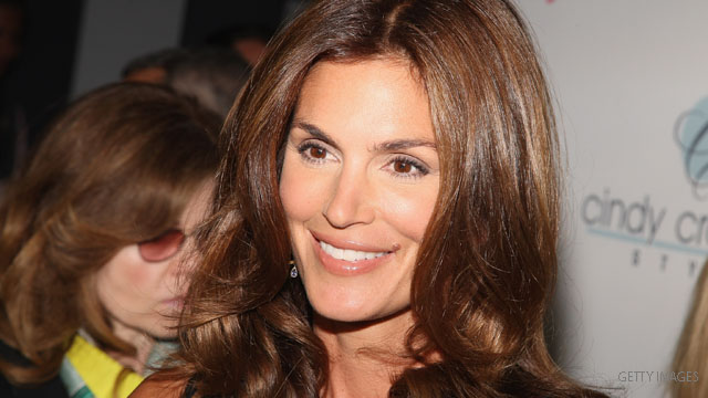 Cindy Crawford jumps to team Romney?