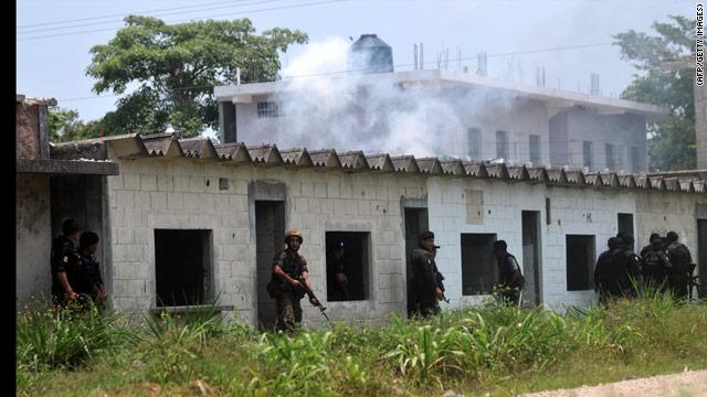 Guatemala decreta estado de sitio tras masacre de 27 campesinos en Petén