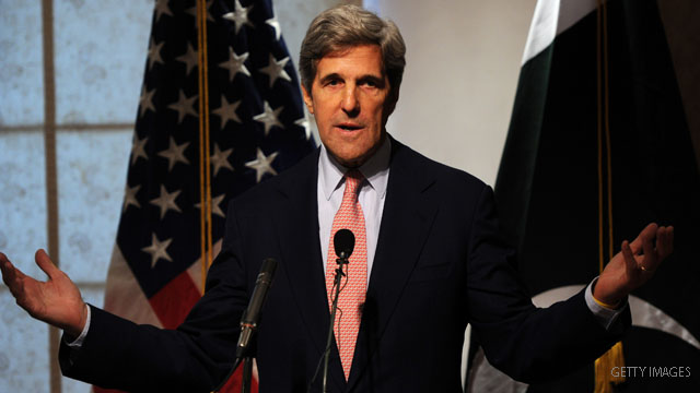 Kerry takes aim at Romney over Iran